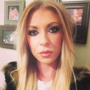 Kinky blonde slut looking for anal